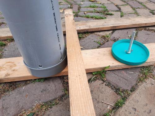 Snuffel / Zoekspel, deksel wordt gebruikt om brokje te plaatsen in 1 v.d. buizen.